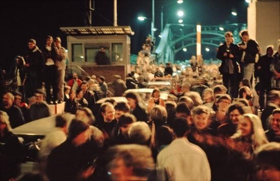 es-gibt-nicht-viele-fotos-aus-der-nacht-vom-9-auf-den-10-november-1989-von-der-bornholmer-strasse-und-es-gibt-nur-einen-film-davon-den-von-georg-mascolo